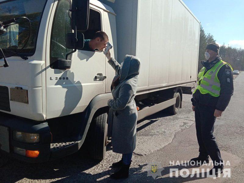 У Радомишлі на Житомирщині функціонують пости поліцейських та медиків