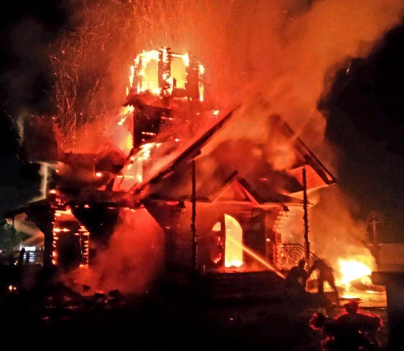 На Закарпатті згоріла церква. Фото