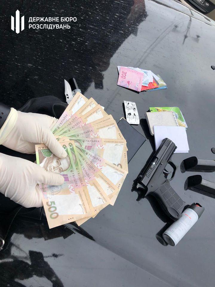 За хабар в Львові затримано інспектора поліції. Фото