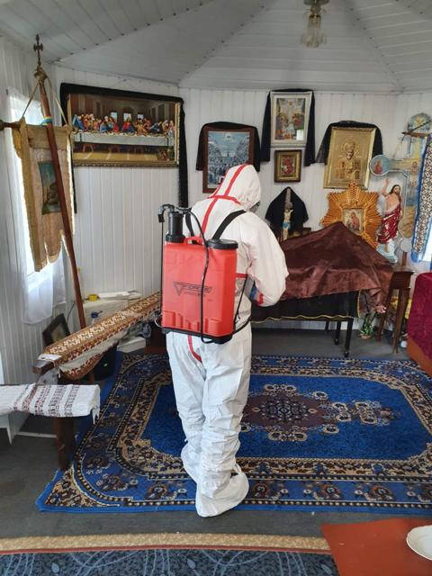 На Житомирщині рятувальники знезаразили церкву, до якої ходила жінка, що померла від коронавірусу