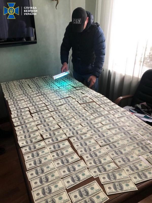 СБУ затримала посадовців Мін`юсту на хабарі у понад 1 мільйон доларів