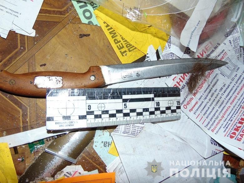 На столичній Оболоні поліцейські затримали жінку, яка під час сварки вдарила ножем чоловіка