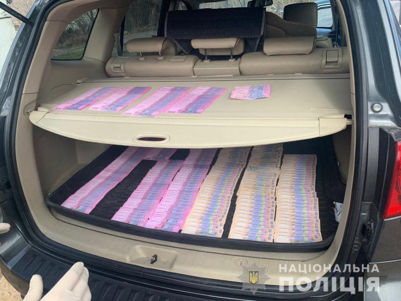 У Рівному на хабарі в 150 тисяч гривень поліція затримала посадовців управління Держпраці